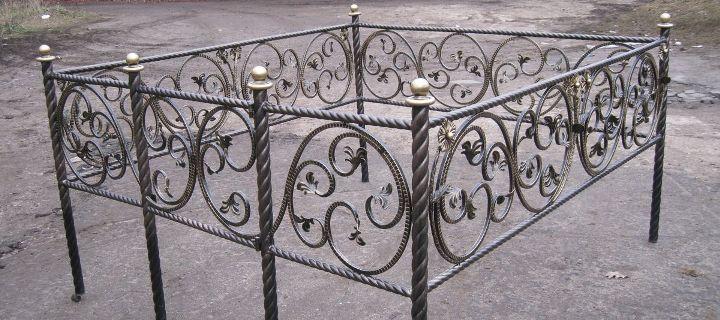 ограда кованная на могилу