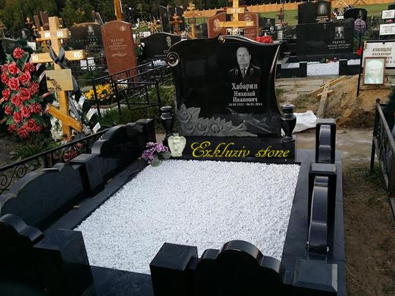 цена на надгробный памятник из гранита