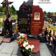 Памятник из малиново кварцита Шокша 2020-45jpg