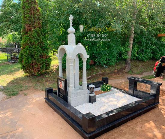 Памятник Часовня из Мансуровского гранита