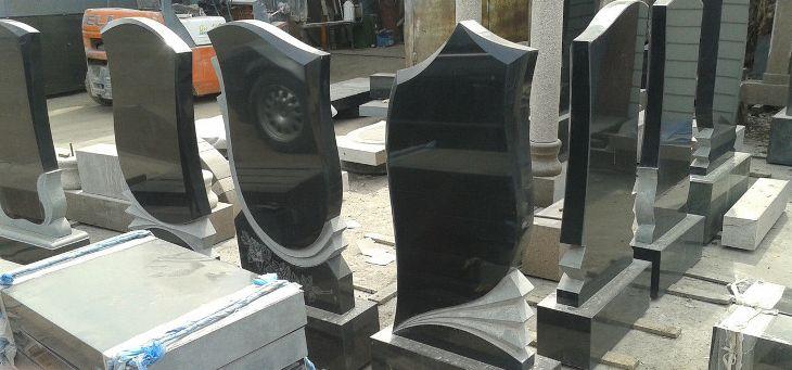 сколько стоит памятник на кладбище