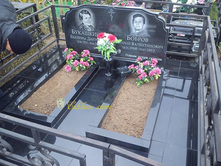 Какие памятники лучше ставить на кладбище фото надгробных памятников из гранита фото луга